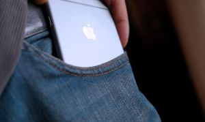 iPhone-6-Plus-jeans-3-Large-1030x615